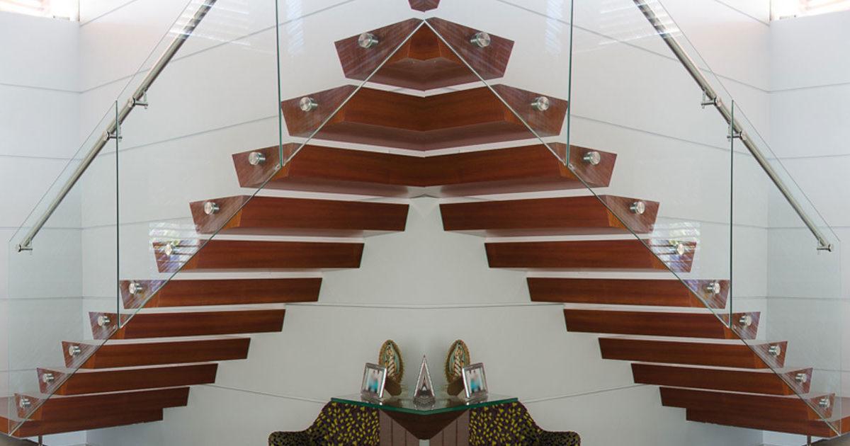 artículo que explica diferentes tipos de escaleras flotantes