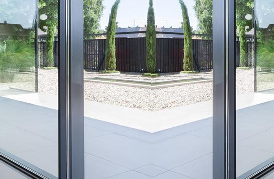 Imagen sobre las ventajas de las ventanas blindadas