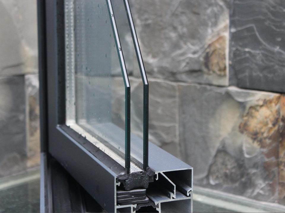 Imagen de corte de perfil de vidrio Low-E para artículo con los atributos para ese material